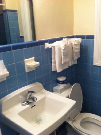 Magic Beach Motel: bathroom