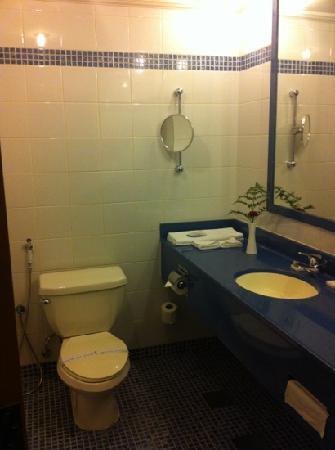 Golden Tulip Al Hamra: Bathroom
