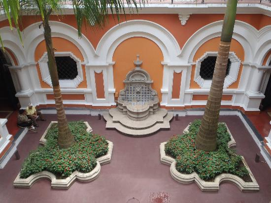 Edificio de Correos Central Inner Courtyard