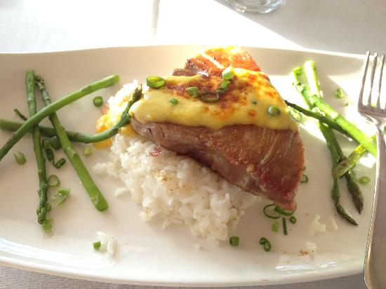 Chestnut Mountain Resort: Tuna Steak in the sunset grill restaurant