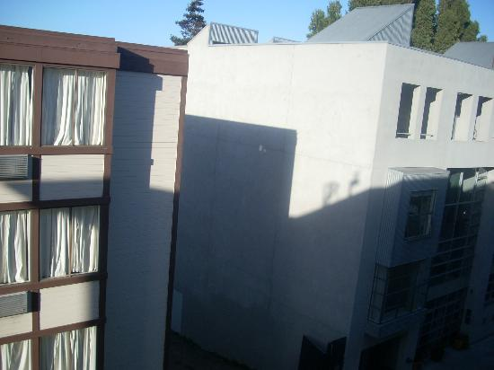 Americas Best Value Inn & Suites-SOMA: View from Guest Room - King