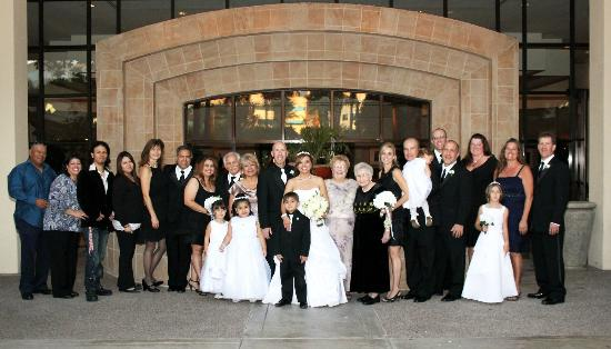 Sheraton Crescent Hotel: Our entire family wedding photo in the court yard area.