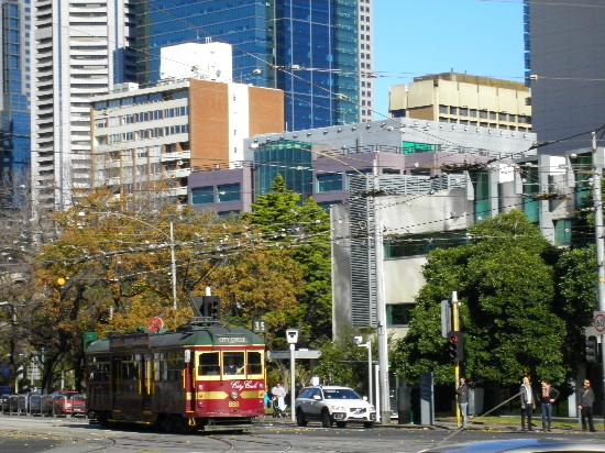Home at The Mansion: MEL - Tram 35, Cnr Nicholson & Victoria Street