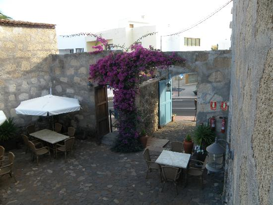 Hotel Emblematico 4 Esquinas: The courtyard - a great place to eat