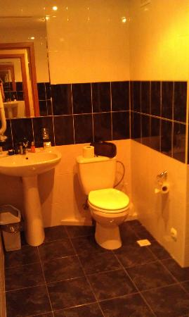 Jazz Hotel: very spacious bathroom