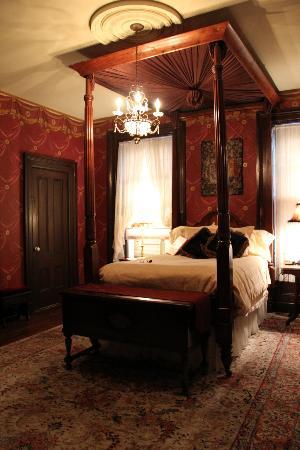Victorian Mansion: The Julia Room