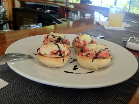 Panama Big Game Fishing Club: hors d'oeuvres at the bar