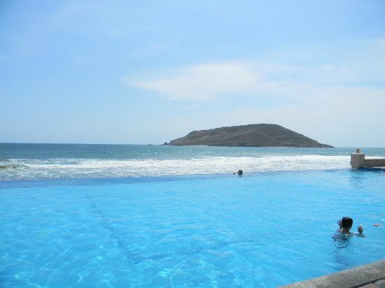 The Palms Resort Of Mazatlan: Infinity pool overlooking the ocean