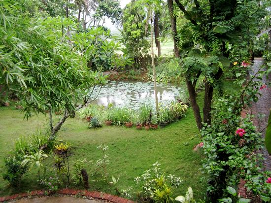 Vangsavath Hotel: beautiful garden!