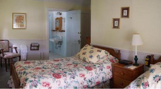 Blackberry River Inn: Guest Room