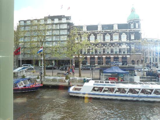 Park Hotel Amsterdam: Em frente ao hotel....