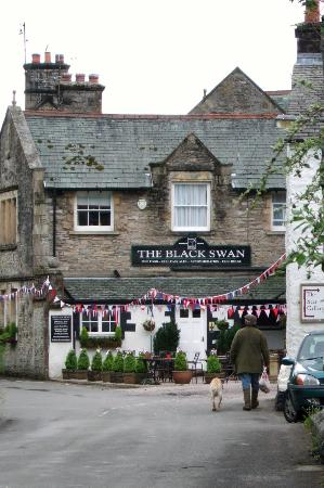 Ravenstonedale, UK: All decked out for the Jubilee!