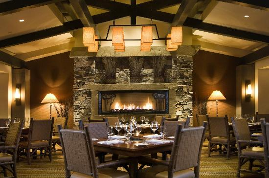 Portals Restaurant at Suncadia Resort: Portals Fireplace