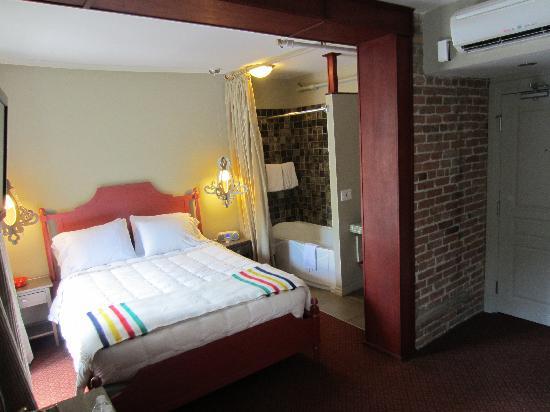 Auberge Place D'Armes: bedroom