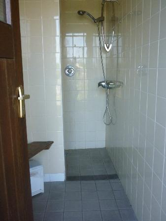 Corofin Hostel and Camping Park: Shower