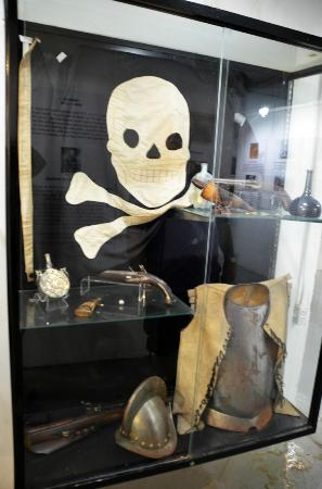 Tybee Island Lighthouse Museum: Pirates in the museum