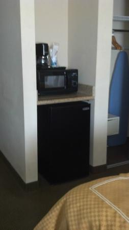 Fairfield Inn & Suites Charleston North/Ashley Phosphate: Handy microwave and fridge