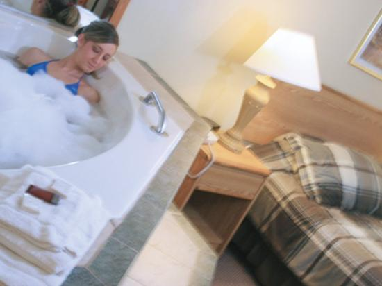 Four Seasons Inn: Mb Jacuzzi