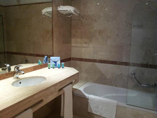 La Cala de Mijas, Espagne : tasteful bathrooms with free toiletries