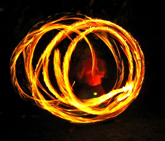 Hostel Mamallena: fire spinning