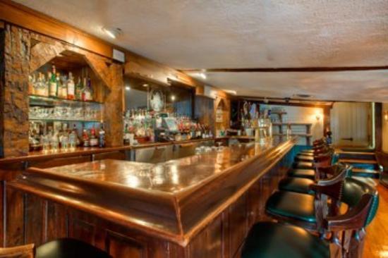 The Olde Mill Inn: Grain House Coppertop Bar