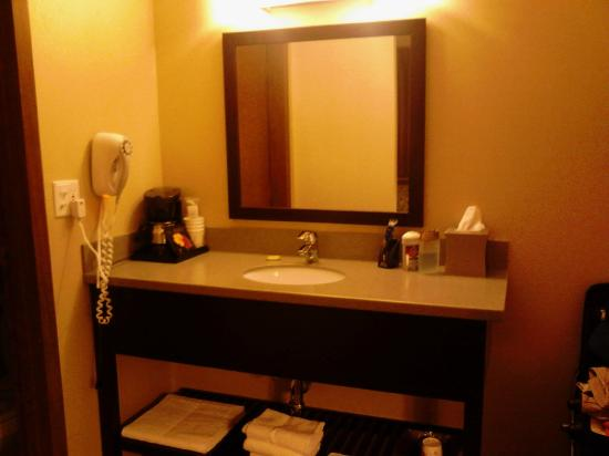 Super 8 White River Junction: nice new vanity, matches the rest of the room.