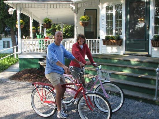 Anne's Washington Inn: leaving the Inn for morning bike ride in park