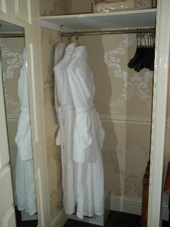 Royal Hotel: Robes