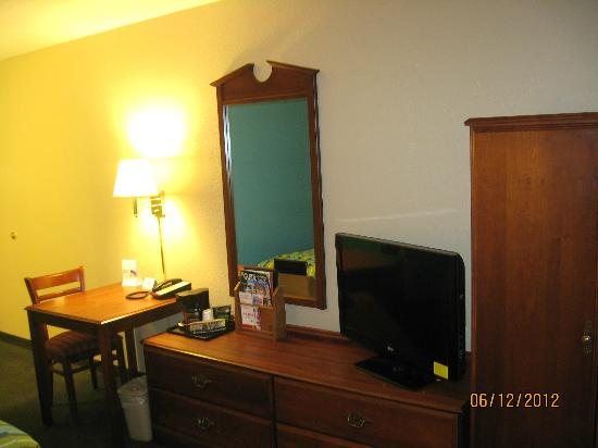 Super 8 Terre Haute: My stay at this Super 8 was very pleasureable