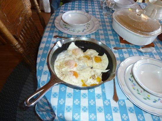 Pole Creek Ranch Bed and Breakfast: Breakfast yum!