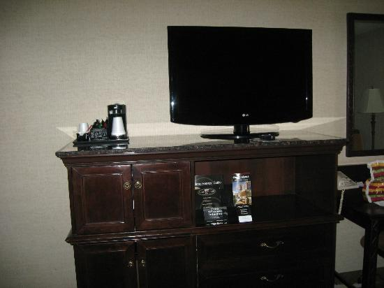Drury Inn Indianapolis Northwest: Nice TV, Microwave & Mini-fridge below