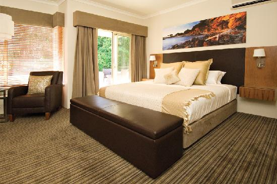Windmills Break: Deluxe Courtyard Room with KIng Size Bed and Private Courtyard