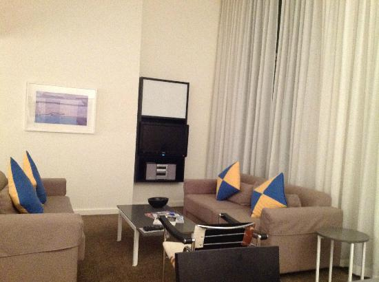 Adina Apartment Hotel Perth: Lounge room