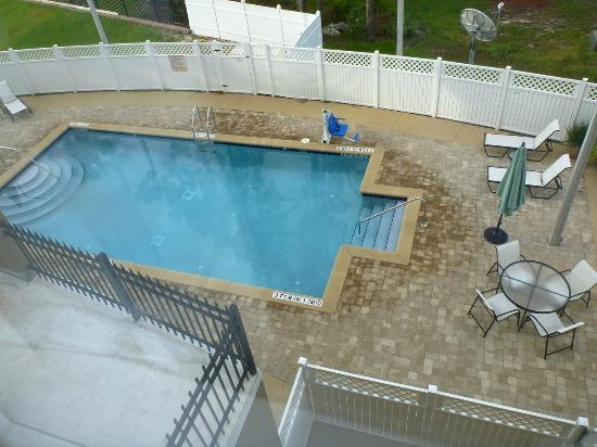 Holiday Inn Express Hotel & Suites Palatka Northwest: I was delighted by this big, immaculate pool.