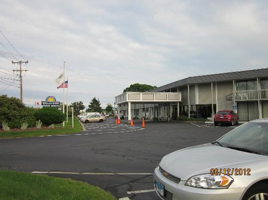 Fairfield Inn & Suites Cape Cod Hyannis: Entrance to Days Inn.