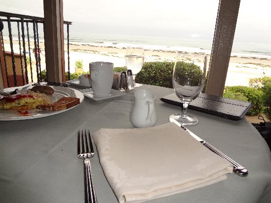 La Jolla Shores Hotel: 朝食時レストランからの風景
