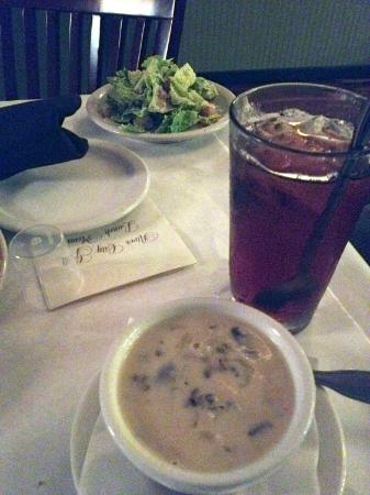 River City Grill: Soup is amazing and salad is very fresh.