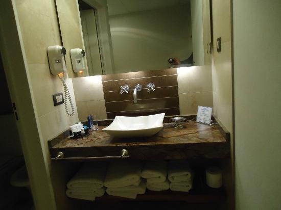 Howard Johnson Hotel Boutique Recoleta: Banheiro limpo, moderno e funcional