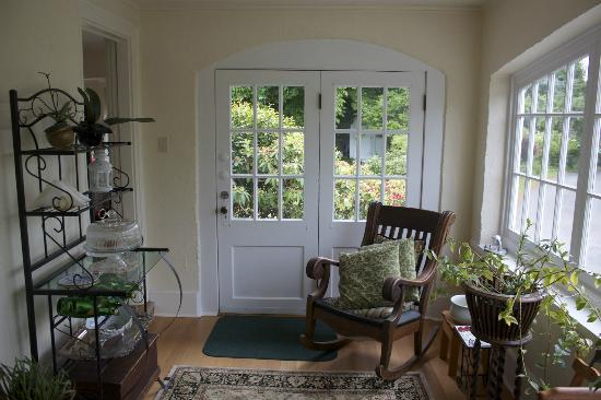La Rosetta Bed & Breakfast: This lovely sitting area was perfect for an early morning meditation while my husband slept.