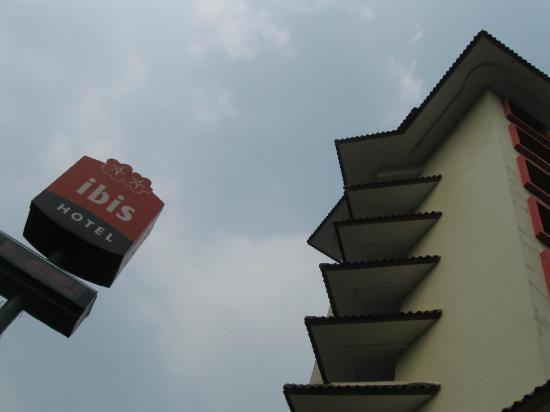 Ibis Jakarta Tamarin : Exterior