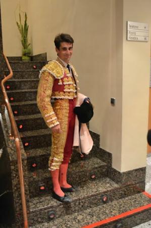 Hotel Tudela Bardenas : Bullfighter headed up stairs to room at Tudela Bardenas