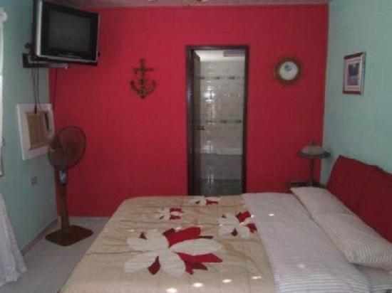 """Hostal """"El Villareno"""": La habitacion por dentro"""