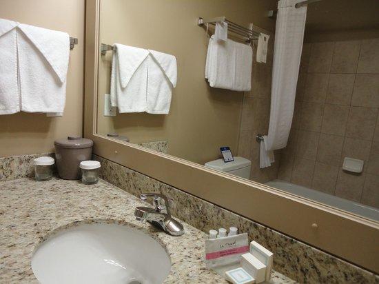 Best Western Rimstone Ridge Hotel: Clean and modern bathroom
