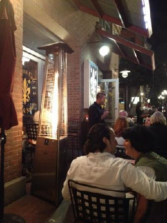 Toscana Cafe and Wine Bar: Outside seating!