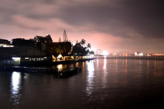 Hotel Pantai Gapura Makassar: view from the hotel resto