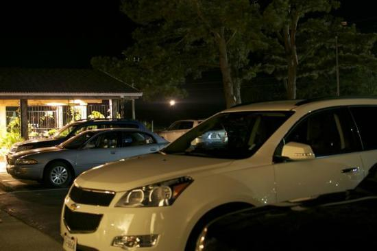 Best Western Chincoteague Island: Parking