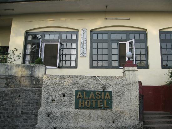 Hotel Alasia: Hotel Entrance