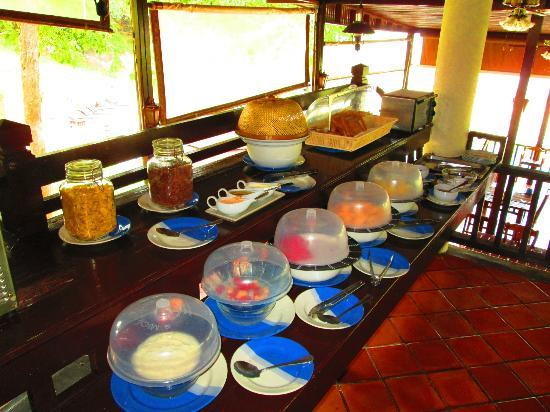 Banburee Resort & Spa: Free breakfast buffet.