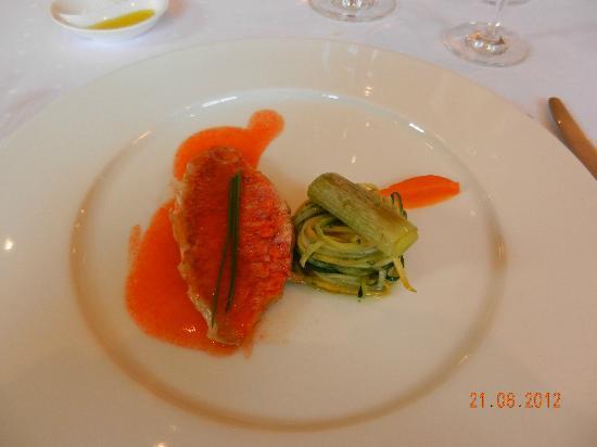 Le Grillon: Rotbarsch an Zucchini und Karottencrème