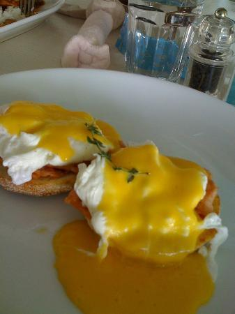 Delicious Cafe, Straights Quay, Penang: Eggs Benedict